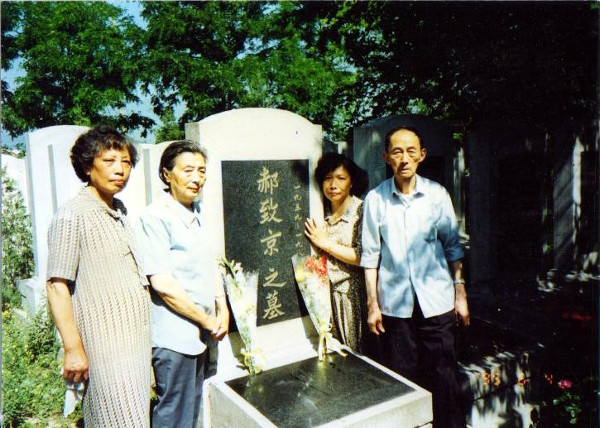 Members of Tiananmen Mothers at Hao Zhijing's grave