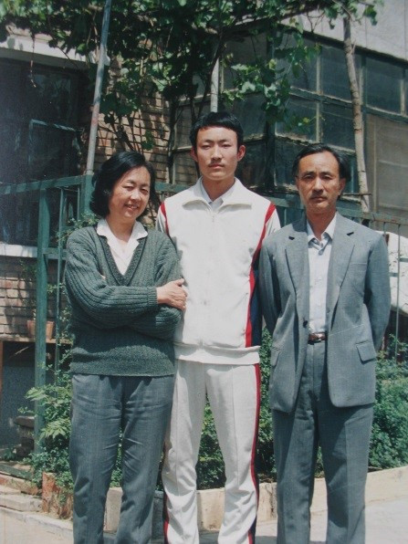 The last photo of Jiang Jielian with parents, mother Ding Zilin and father Jiang Peikun, May 1, 1989